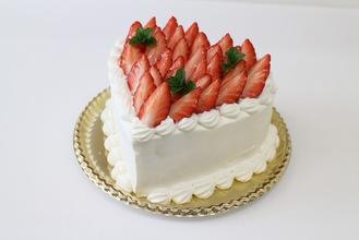 ハートの生クリームケーキ いちご多めタイプ